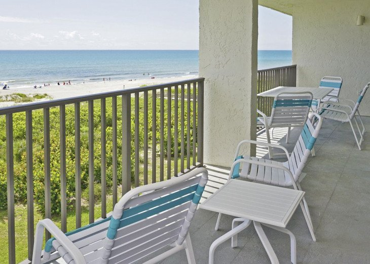 BEACH FRONT PENTHOUSE w/Private Balcony - Master Bedroom & Living Room on Ocean #13