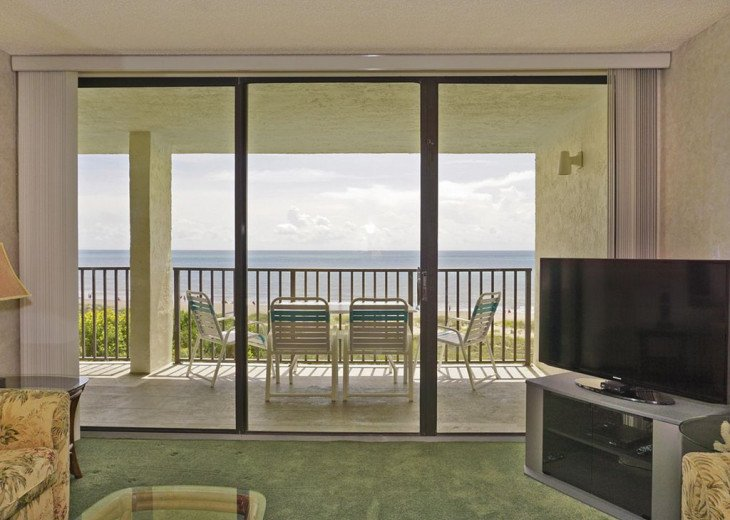 BEACH FRONT PENTHOUSE w/Private Balcony - Master Bedroom & Living Room on Ocean #2