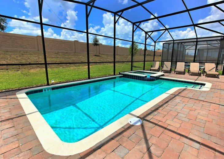 Covered pool and spa - no rear neighbors!