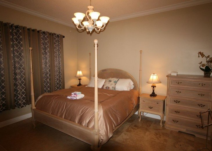 King size bed in 2nd bedroom