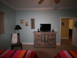 2nd bedroom has nice flat screen tv and black out window shade