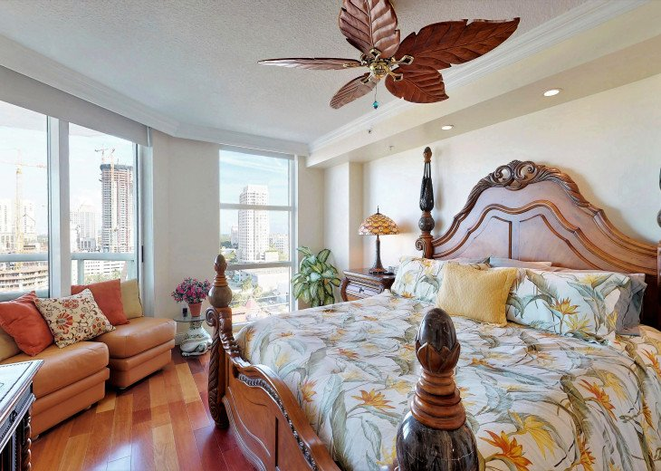 "Master Bedroom (king size bed, 50"" Flat Screen TV, Walk In Closet)"