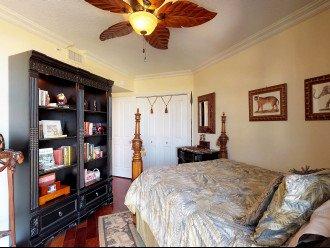 Guest Bedroom (Queen Sized Bed)