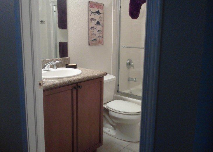 En-suite bath 2