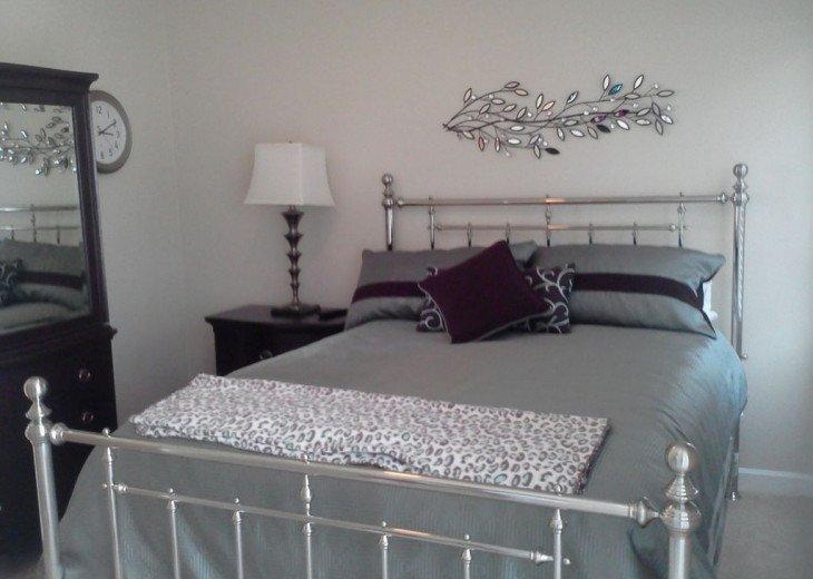 Bedroom 3 Queen Bed Guest bath next to room