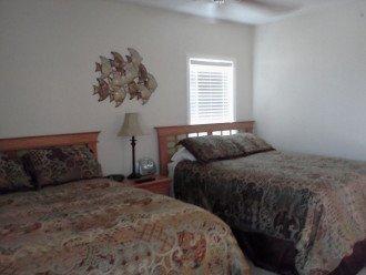 Bedroom with 2 Queen beds Flat screen TV too