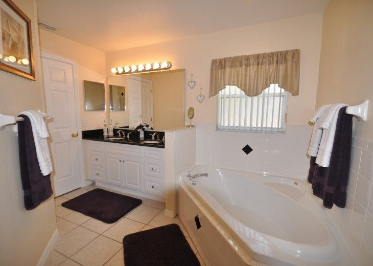 Palm Tree Villa Florida, 5 Star Review Rating with Pool Lift & Wheel in Shower #12