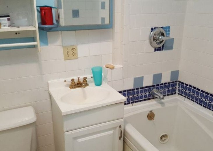 GORGEOUS HOME IN EAST HOLLYWOOD FL 3 BED 2 BATH #19