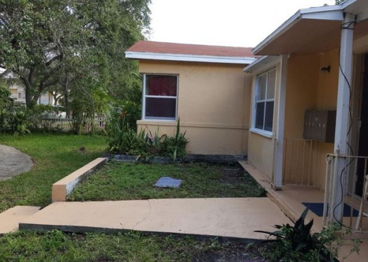 GORGEOUS HOME IN EAST HOLLYWOOD FL 3 BED 2 BATH #20