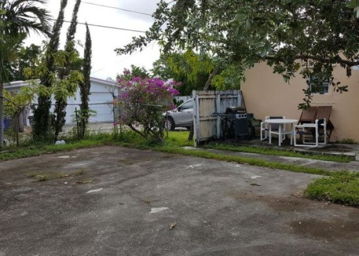 GORGEOUS HOME IN EAST HOLLYWOOD FL 3 BED 2 BATH #22