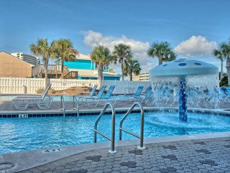 Beach Front Majestic Resort! Low Rates+Bch Chair Service+Bch Stuff+Well-Stocked #1