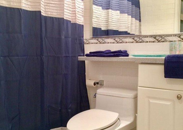 Cozy End Unit Condo in Truman Annex #10
