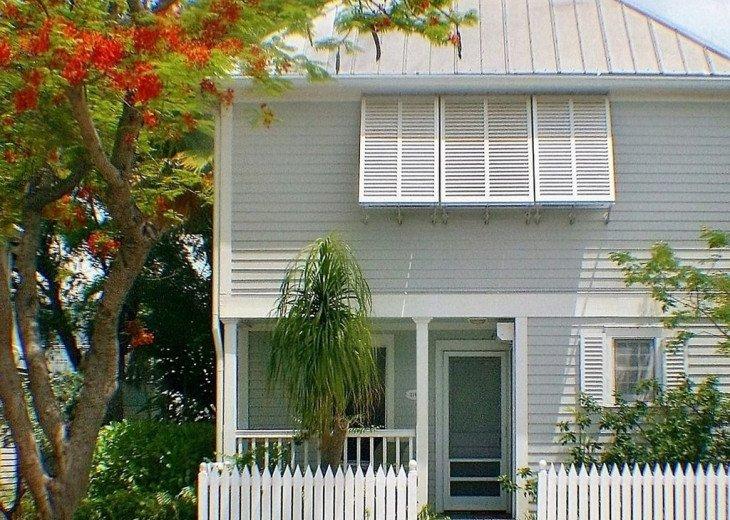 Cozy End Unit Condo in Truman Annex #17