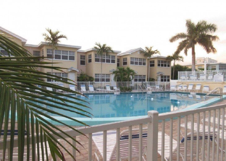 Welcome to Your Florida Home! Barefoot Beach Resort. Updated Unit New Furniture #24