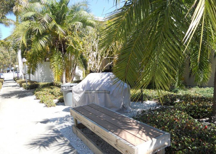 Welcome to Your Florida Home! Barefoot Beach Resort. Updated Unit New Furniture #28