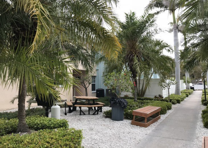Welcome to Your Florida Home! Barefoot Beach Resort. Updated Unit New Furniture #20