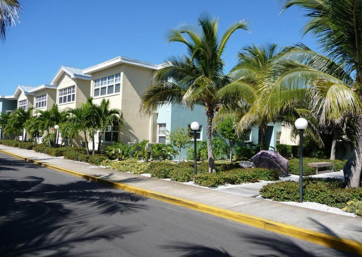 Welcome to Your Florida Home! Barefoot Beach Resort. Updated Unit New Furniture #29