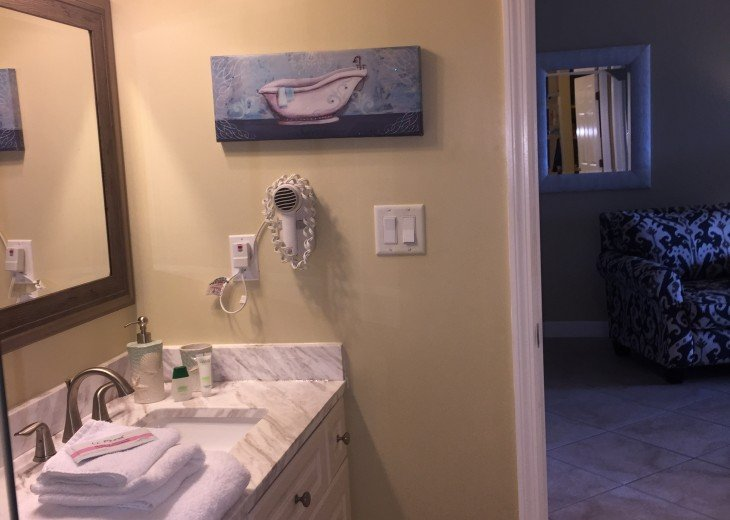 Welcome to Your Florida Home! Barefoot Beach Resort. Updated Unit New Furniture #25