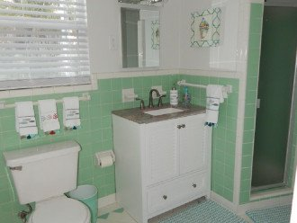 Cottage B- Bathroom