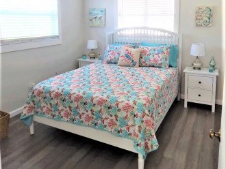 Cottage B- Bedroom with Queen Bed