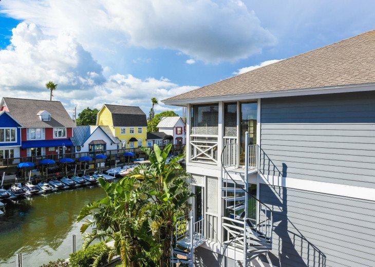BEAUTIFUL WATERFRONT LUXURY Condo - Boat Dock - Walk to Siesta Key Beach!! #35