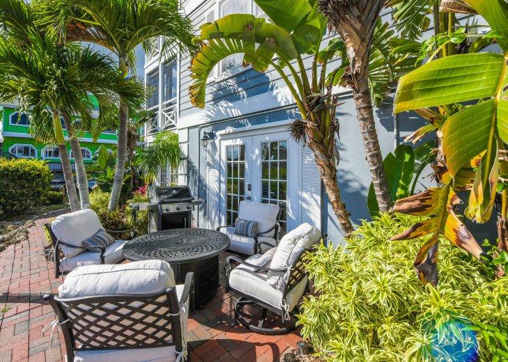 BEAUTIFUL WATERFRONT LUXURY Condo - Boat Dock - Walk to Siesta Key Beach!! #39