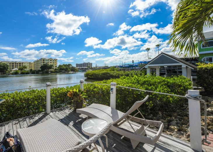 BEAUTIFUL WATERFRONT LUXURY Condo - Boat Dock - Walk to Siesta Key Beach!! #48