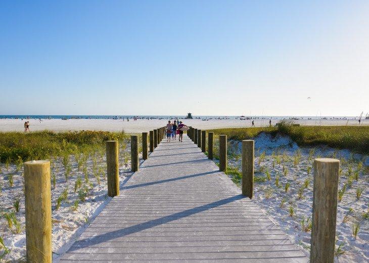 BEAUTIFUL WATERFRONT LUXURY Condo - Boat Dock - Walk to Siesta Key Beach!! #69
