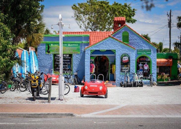 BEAUTIFUL WATERFRONT LUXURY Condo - Boat Dock - Walk to Siesta Key Beach!! #63