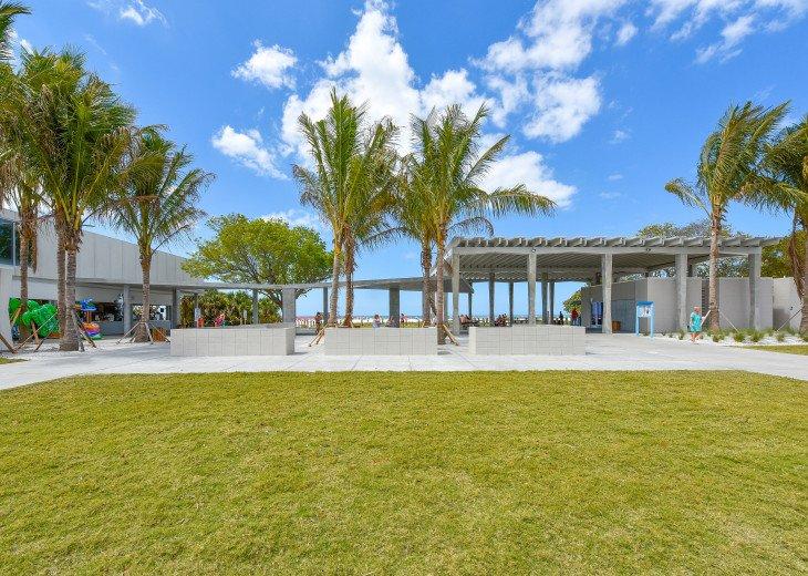 BEAUTIFUL WATERFRONT LUXURY Condo - Boat Dock - Walk to Siesta Key Beach!! #58