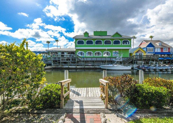 BEAUTIFUL WATERFRONT LUXURY Condo - Boat Dock - Walk to Siesta Key Beach!! #41