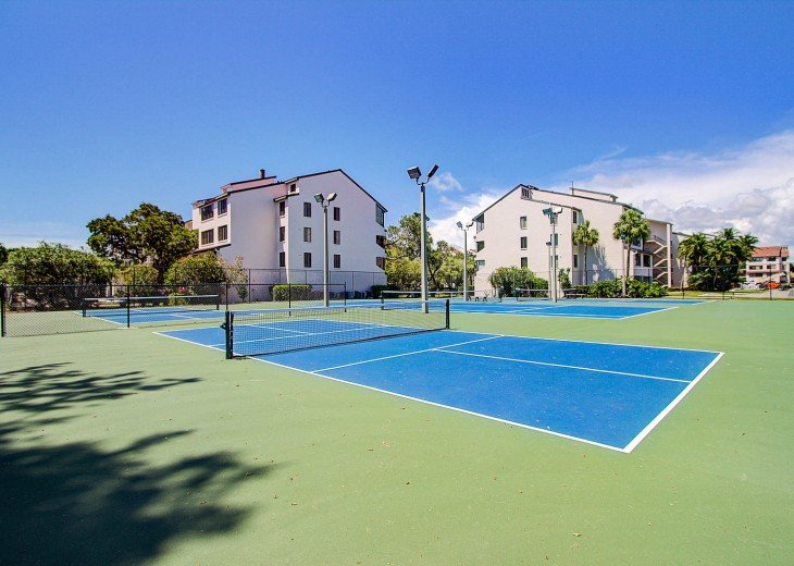 Bayside Lighted Tennis and Pickle Ball Courts