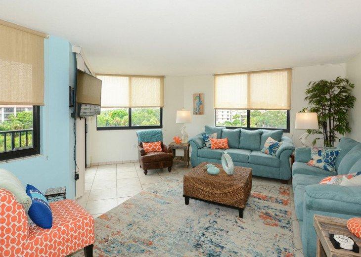 Living Room seats 9