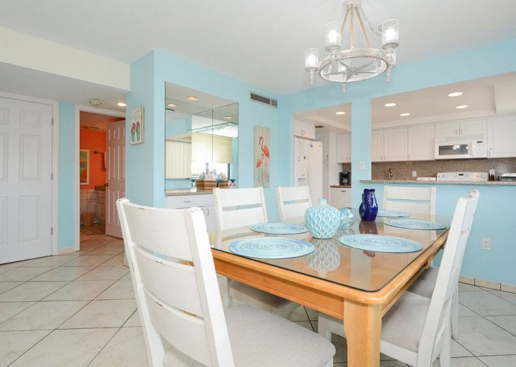Dining Room with 6+2 Chairs
