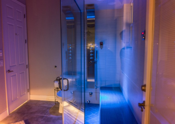 Steam-Bath for 4 with Chroma Light, Aroma Therapy and Sound Therapy