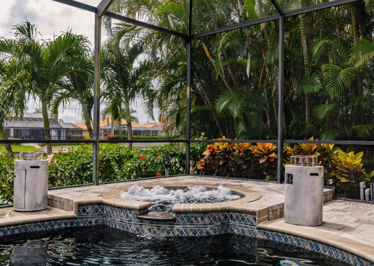 Tropical Jacuzzi with Whirlpool function