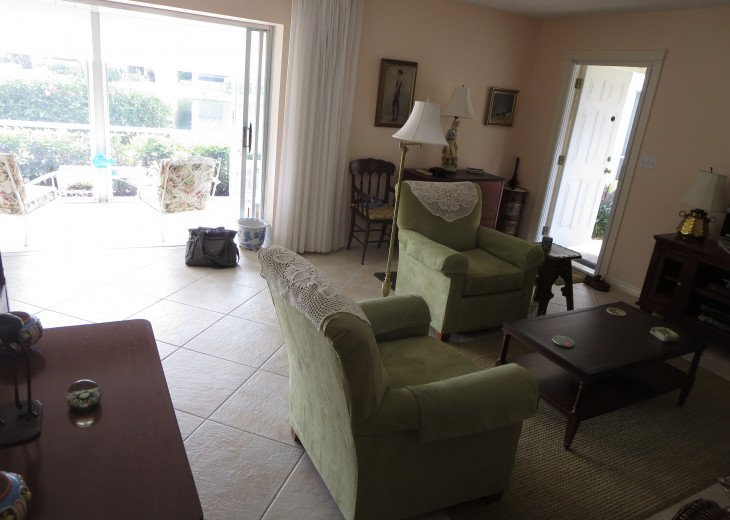 2- bedroom Old Naples prime location #6