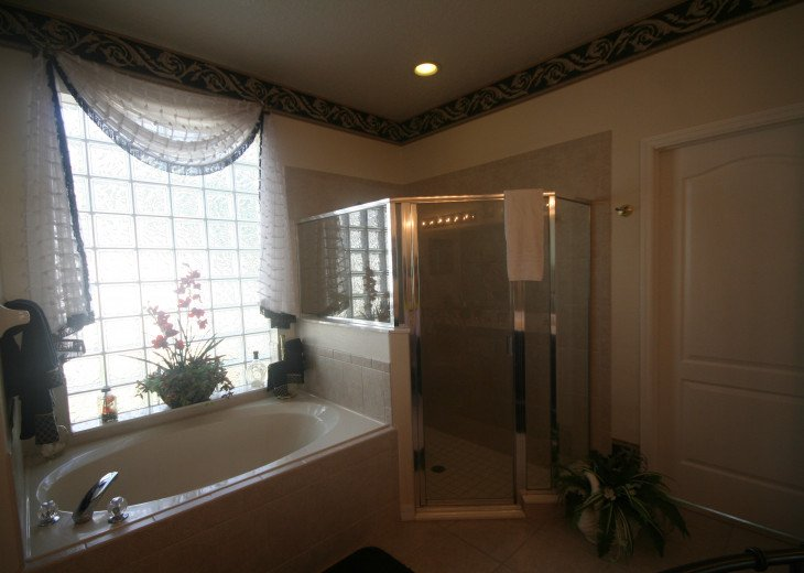 4BR Luxury Villa with Games Room, Lake Views #35