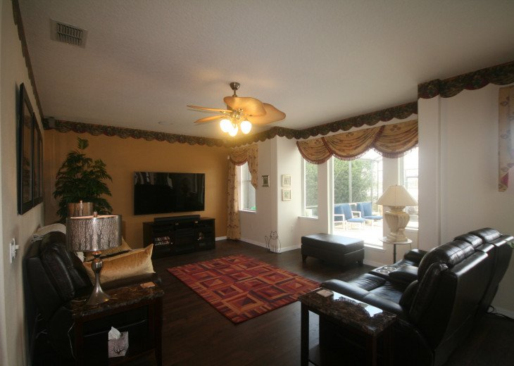 4BR Luxury Villa with Games Room, Lake Views #11