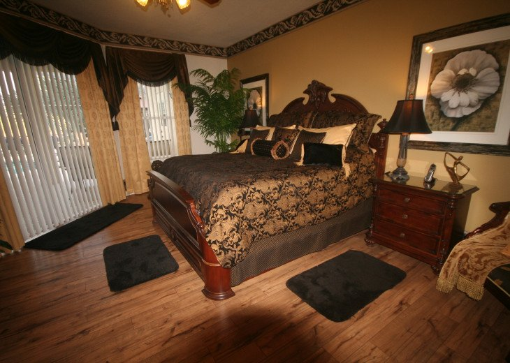 4BR Luxury Villa with Games Room, Lake Views #24