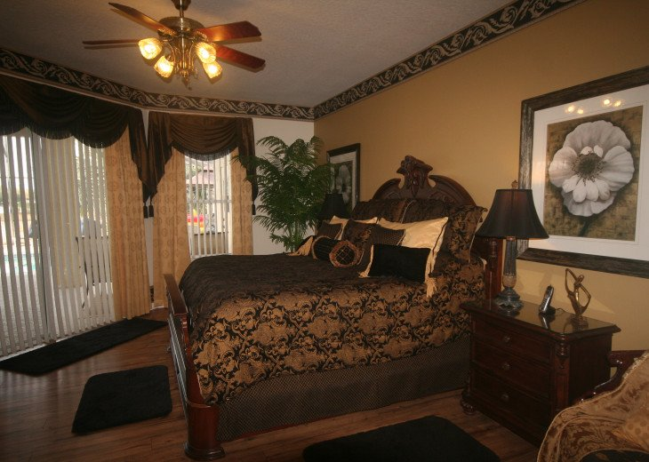 4BR Luxury Villa with Games Room, Lake Views #23