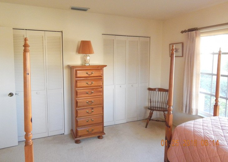 Twin guest bedroom - double closets