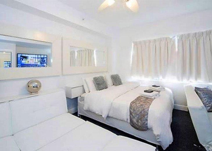 3 Room Art Deco Oceanfront Suite at Shelborne South Beach #5