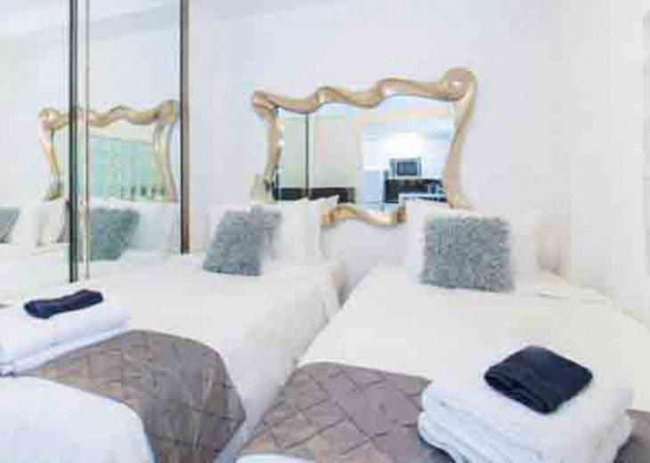 3 Room Art Deco Oceanfront Suite at Shelborne South Beach #7