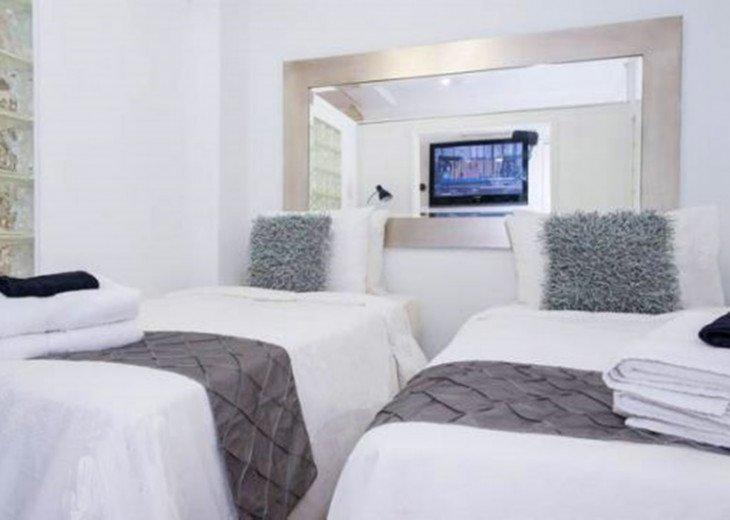 3 Room Art Deco Oceanfront Suite at Shelborne South Beach #8