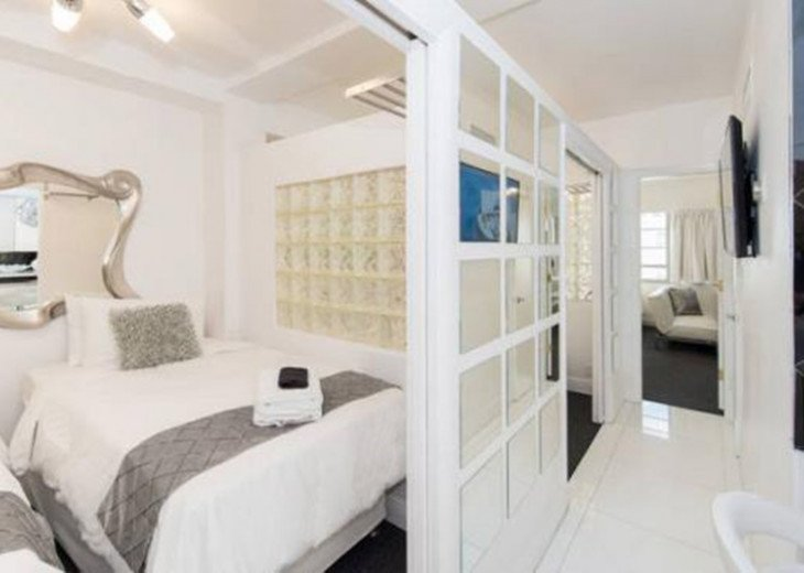 3 Room Art Deco Oceanfront Suite at Shelborne South Beach #6