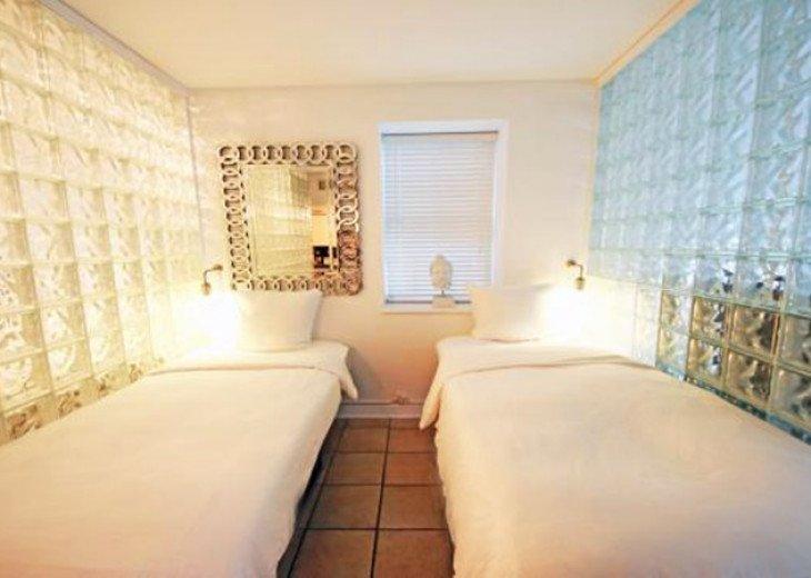 4 Room Cosmopolitan Deluxe Suite on Ocean Drive #4