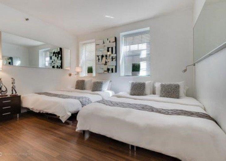 4 Room Cosmopolitan Deluxe Suite on Ocean Drive #3
