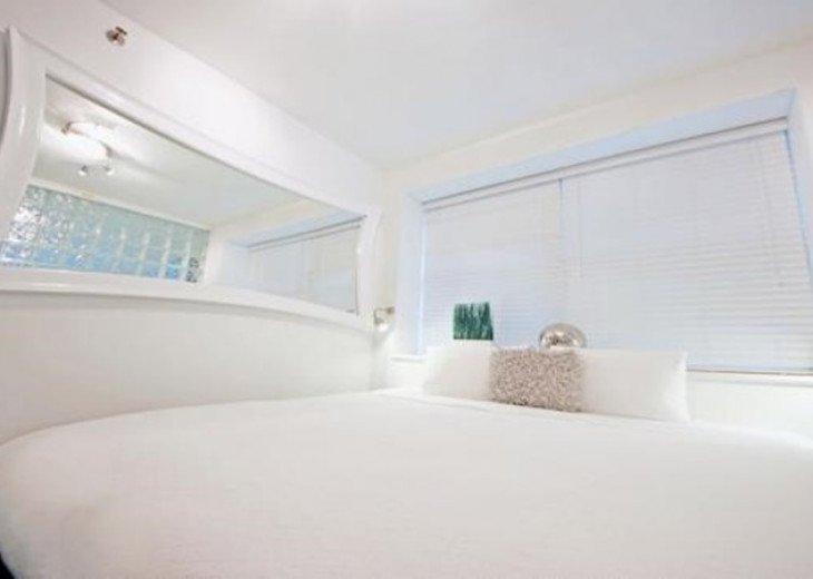 4 Room Cosmopolitan Deluxe Suite on Ocean Drive #5