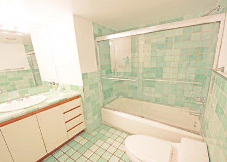 4 Room Cosmopolitan Deluxe Suite on Ocean Drive #8
